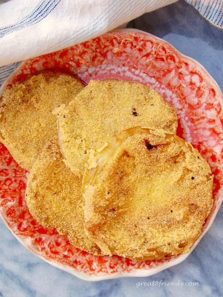 Fried Green Tomatoes..that's some yummy southern cooking! Here is the recipe with just the right amount of crunch to make those tomatoes delicious!