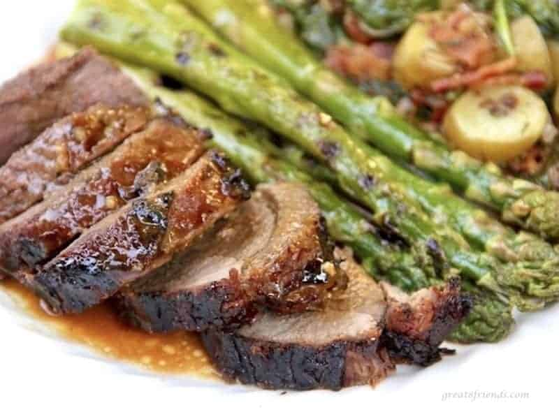 Grilled sliced leg of lamb with asparagus.